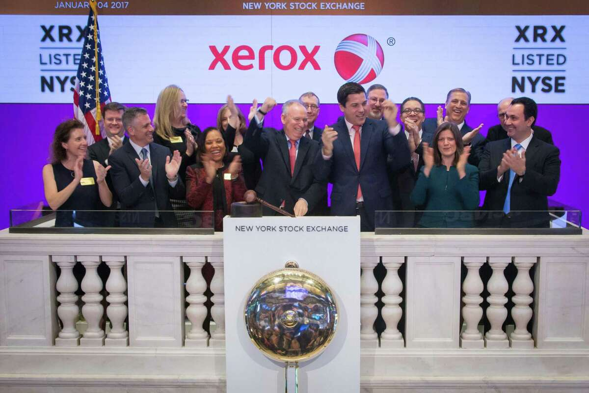 Former Xerox CEO Jeff Jacobson, center, with other employees on the floor of the New York Stock Exchange on Jan. 3, 2017.