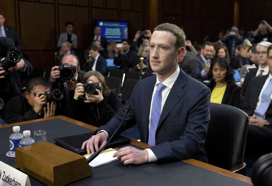 El CEO de Facebook Mark Zuckerberg comparece ante los Comités Judicial y de Comercio del Senado estadounidense en Washington D.C., el martes 10 de abril de 2018, sobre el uso de datos de usuarios de Facebook para la campaña electoral de 2016. Photo: Jose Luis Magana /Associated Press / FR159526 AP