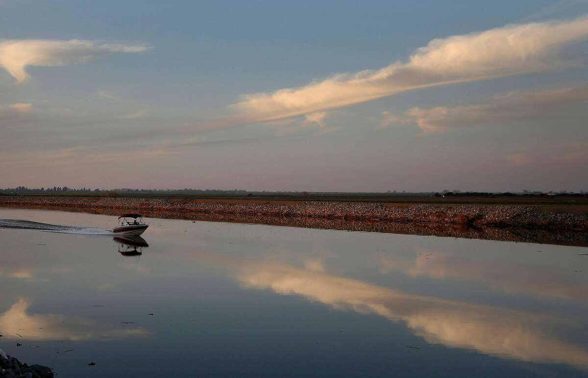 A motorboat drives down Whiskey Slough in the Sacramento-San Joaquin Delta, just outside of Stockton, Calif. (Katie Falkenberg/Los Angeles Times/TNS)