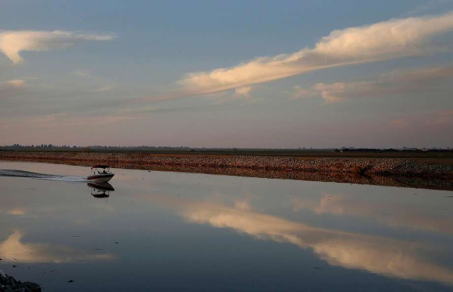 A motorboat drives down Whiskey Slough in the Sacramento-San Joaquin Delta, just outside of Stockton, Calif. (Katie Falkenberg/Los Angeles Times/TNS) Photo: Katie Falkenberg / TNS