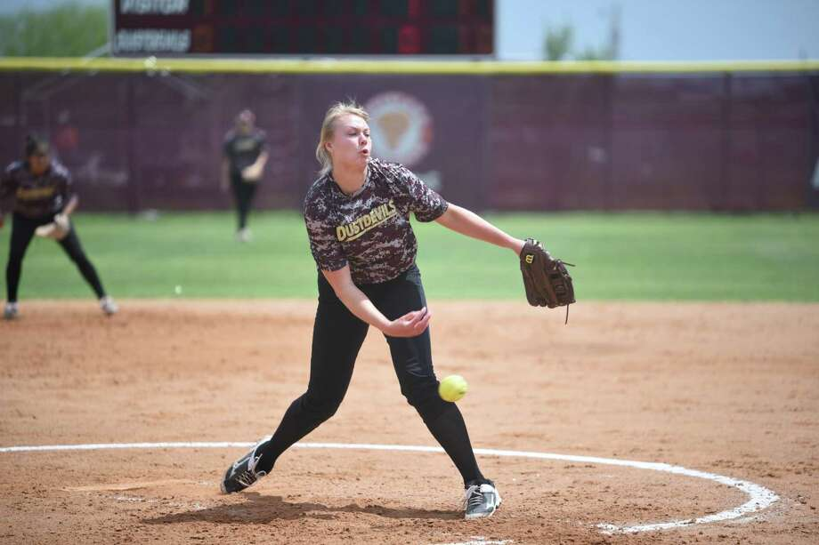Freshman pitcher Melanie Lint won her third game in five days helping TAMIU upset No. 18 Tarleton State 4-1 Tuesday. They dropped Game 2 of the doubleheader 6-0. Photo: Danny Zaragoza /Laredo Morning Times / Laredo Morning Times
