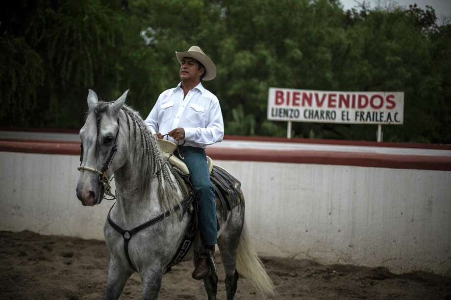 "Jaime ""El Bronco"" Rodríguez, candidato independiente a la presidencia de México, en su caballo el 7 de junio de 2017. Photo: Hans Maximo Musielik /Associated Press / Copyright 2018 The Associated Press. All rights reserved."