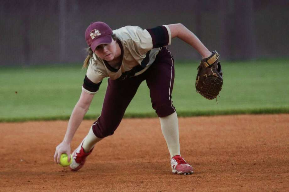 Magnolia West's Emma McBride (10) fields the ball during the softball game against Magnolia on Tuesday, March 13, 2018, at Magnolia High School. (Michael Minasi / Houston Chronicle) Photo: Michael Minasi, Staff Photographer / © 2018 Houston Chronicle