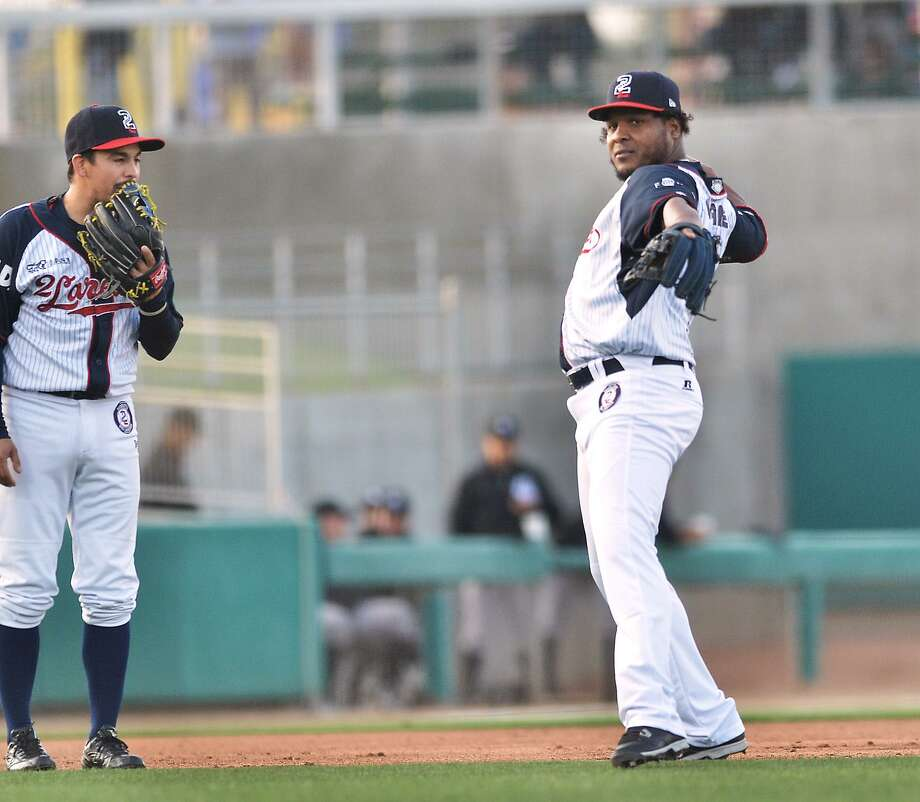 The Tecolotes Dos Laredos opened their three-game series on the road over previously first-place Tigres de Quintana Roo with a 4-2 win Tuesday night. Shortstop Anderson Hernandez, right, had a run and two RBIs, while third baseman Ivan Bellazetin's bat brought the game's first run home thanks to an error. Photo: Cuate Santos /Laredo Morning Times File