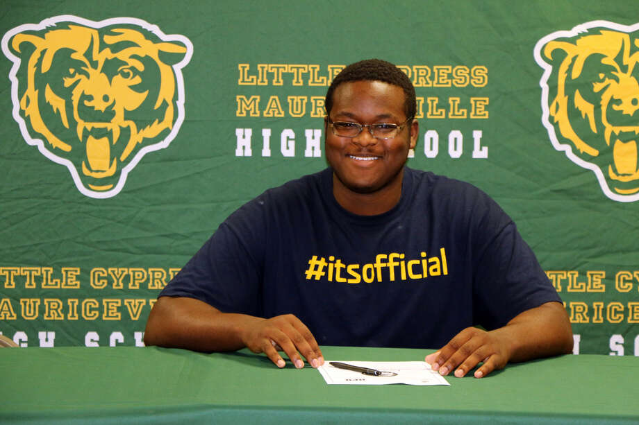 LC-M senior defensive lineman Mike Davis signed on Wednesday morning to  attend Howard Payne University. (Photo provided by LC-M.)