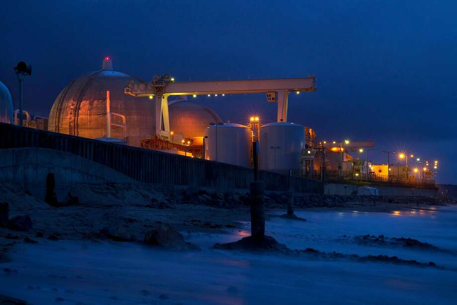 The tide rushes in as dusk falls on the San Onofre Generating Station (SONGS) on March 25, 2014. Photo: Allen J. Schaben / Los Angeles Times 2014