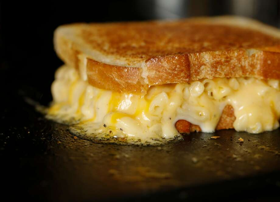 Recipe: The American Grilled Cheese Kitchen\'s Mac \'n\' Cheese Grilled ...