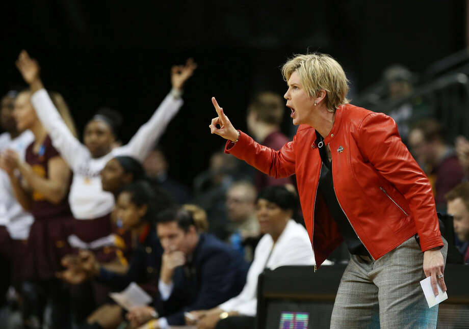 Minnesota coach Marlene Stollings, right, calls to her team during the first half of a second-round game against Oregon in the NCAA women's college basketball tournament in Eugene, Ore., Sunday, March 18, 2018. (AP Photo/Chris Pietsch)