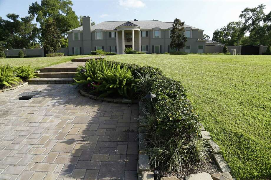 Marian Annette Cluff and Alsie Cluff Jr. own this home, which was appraised at $1.7 million in 2017, on South Parkwood Drive in Houston. The founding superintendent of Houston's Varnett charter school and her husband have been pleaded guilty to two federal charges in connection with a $2.6 million embezzlement scheme involving school-related funds. ( Karen Warren / Houston Chronicle ) Photo: Karen Warren, Staff / Houston Chronicle / © 2015 Houston Chronicle