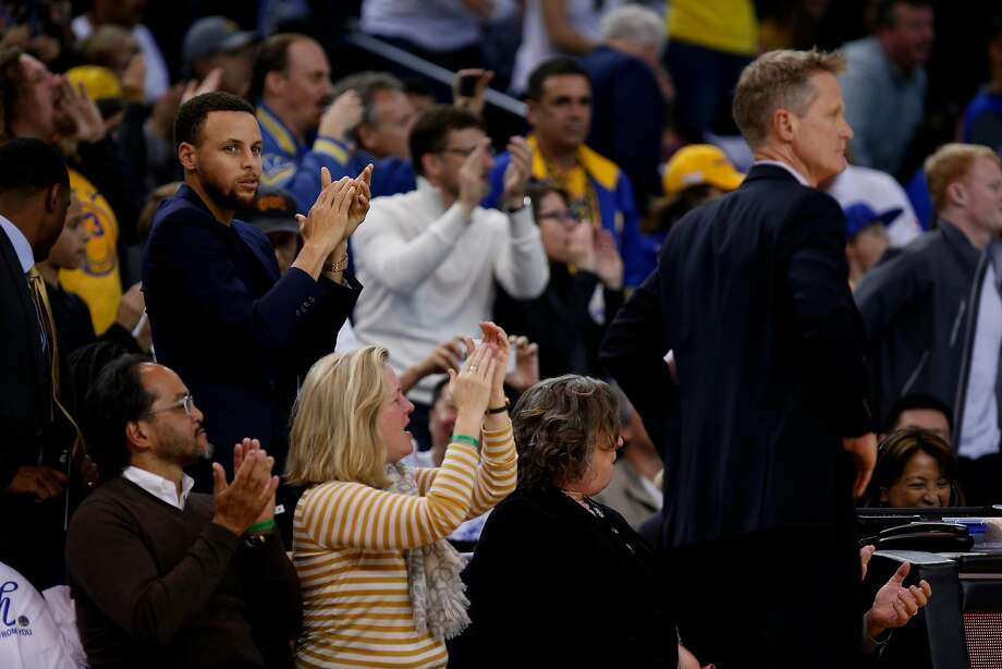 Golden State Warriors guard Stephen Curry (30) watches the NBA game between the Warriors and New Orleans Pelicans at Oracle Arena on Saturday, April 7, 2018, in Oakland, Calif. The Warriors lost 126-120. Curry is on the injury list. Photo: Santiago Mejia, The Chronicle