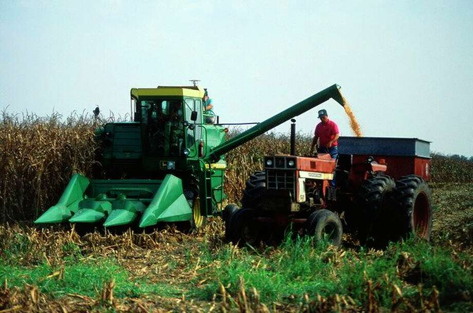Corn harvest in Columbia, Missouri. (Photo courtesy of USDA Agricultural Research Service)