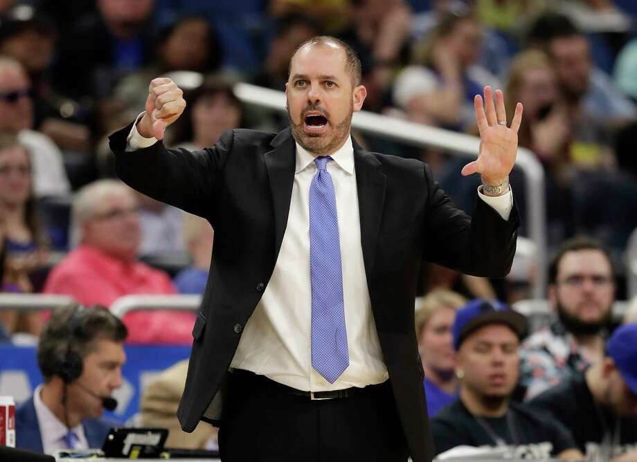 Orlando Magic head coach Frank Vogel directs his players during the second half of an NBA basketball game against the Washington Wizards, Wednesday, April 11, 2018, in Orlando, Fla. Photo: John Raoux, AP / Copyright 2018 The Associated Press. All rights reserved.