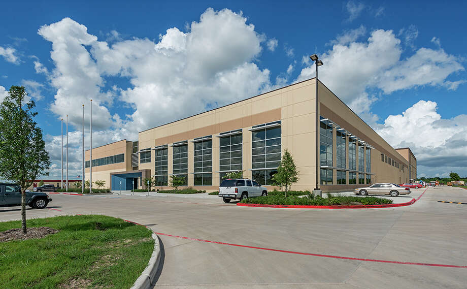 Zeller Realty Group has purchased the Lonza Viral Therapy Facility, a 276,770-square-foot biotechnology facility at 14905 Kirby Drive in Pearland, from Pinchal & Co. HFF handled the transaction. The facility is leased by Lonza America. Photo: HFF / Richard Burger