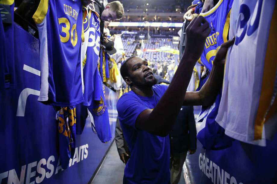 Durant will try to shepherd his team through a first-round series against San Antonio with Curry sidelined by a strained MCL. Photo: Michael Macor / The Chronicle / ONLINE_YES