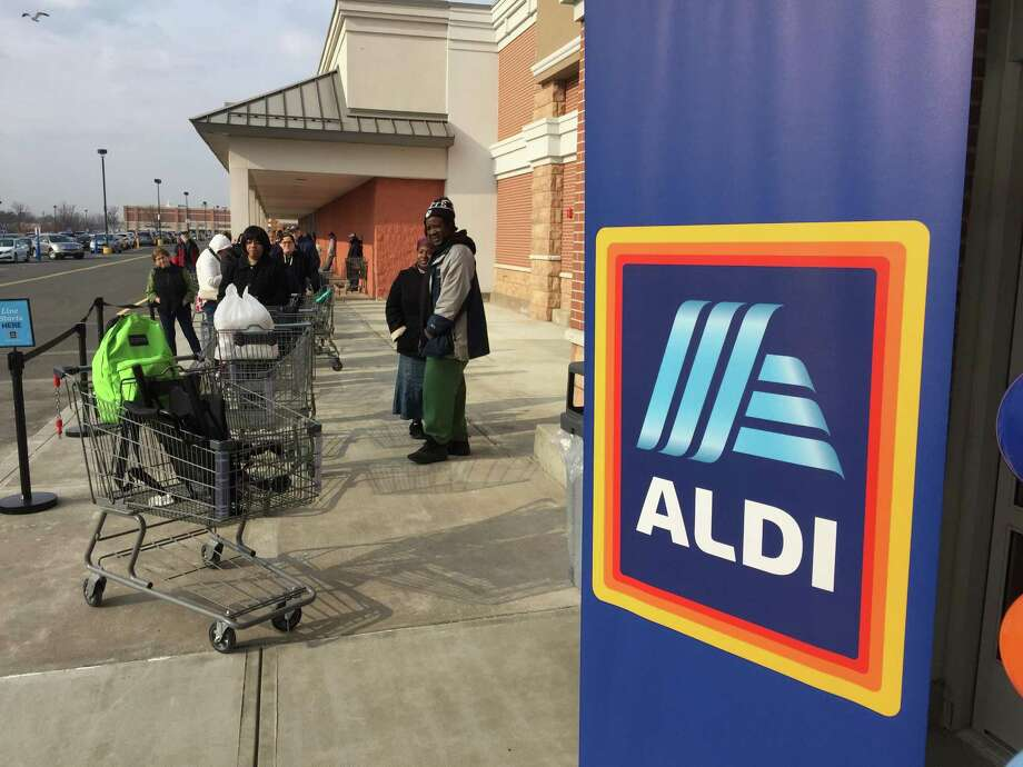 A new Aldi's location opened at 2300 Dixwell Ave. in Hamden Thursday morning, as residents came out to explore the new store. Photo: Ben Lambert / Hearst Connecticut Media