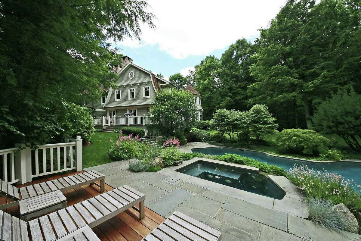The home at 10 Old Oscaleta Road in Ridgefield, originally built in 1985, was redesigned in 2002 by New York City architect Barry Goralnick, who was inspired by former dean of the Yale School of Architecture, Robert A.M. Stern.