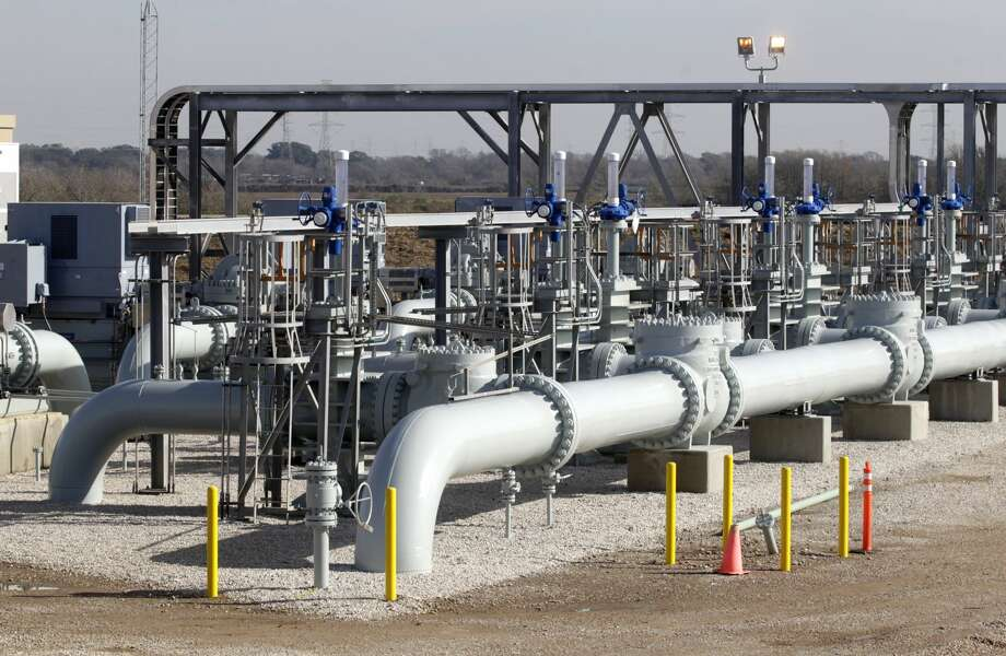 Oil pumps at the Enbridge and Energy Transfer Partners Jones Creek Facility on Friday, Jan. 16, 2015. ( J. Patric Schneider / For the Chronicle )