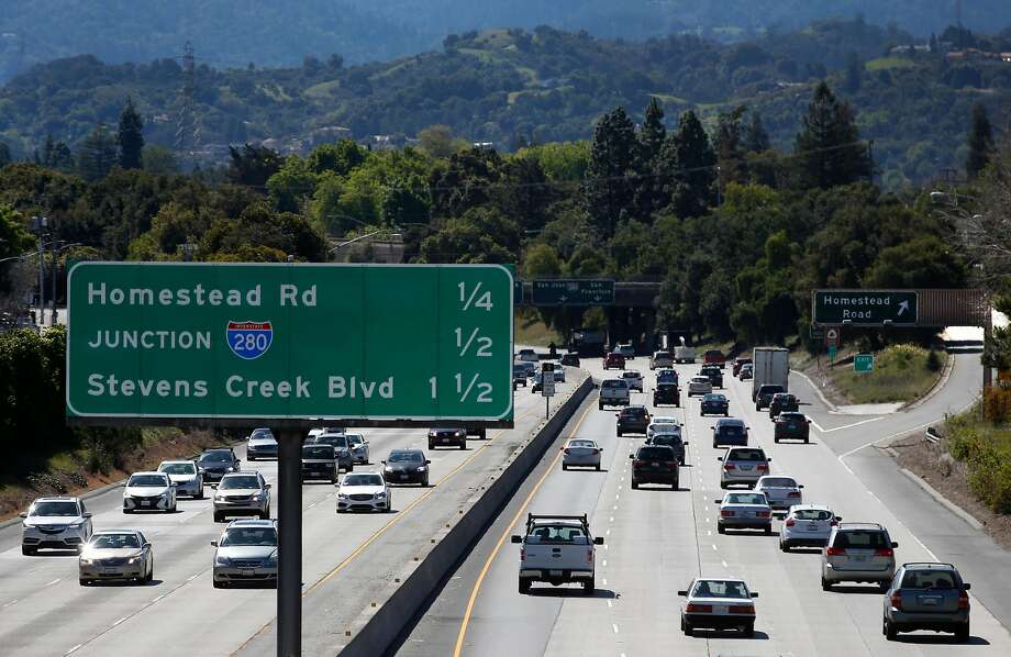 Traffic on southbound Highway 85 approaches Interstate 280 in Sunnyvale last month. A study of improvements has stalled. Photo: Paul Chinn / The Chronicle