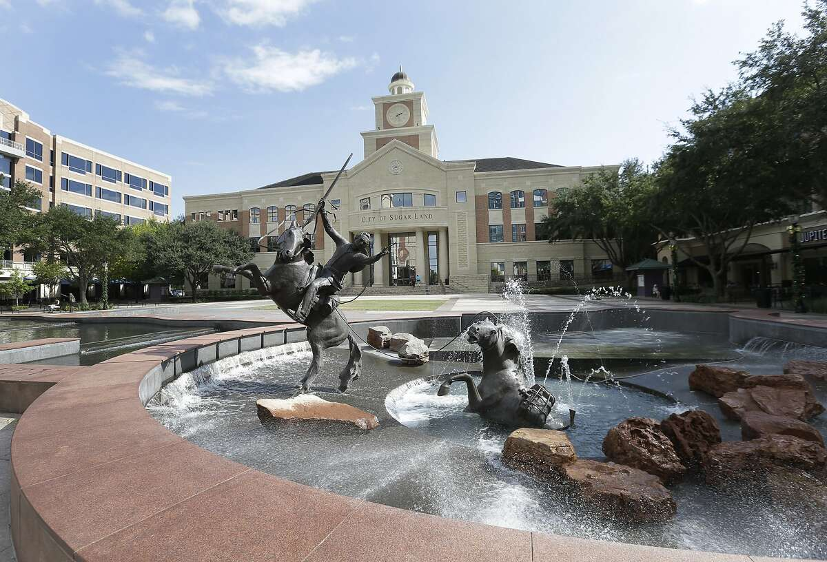 """Sugar Land Overall Niche Grade: A+ Population: 86,886 Median Home Value: $292,700 Crime and Safety: B- Housing: A- """"Sugar Land successfully combines city life with that of a rural neighborhood."""""""