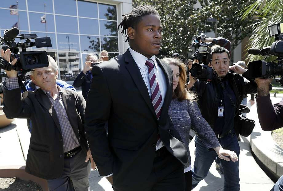 San Francisco 49ers linebacker Reuben Foster, center, exits the Santa Clara County Superior Court after his arraignment on April 12, 2018, in San Jose. Tampa police on Monday released audio of the 911 call alleging an attack by Reuben Foster, the former San Francisco 49ers linebacker who was released from the team following his weekend arrest on suspicion of misdemeanor domestic violence battery. Photo: Marcio Jose Sanchez, Associated Press
