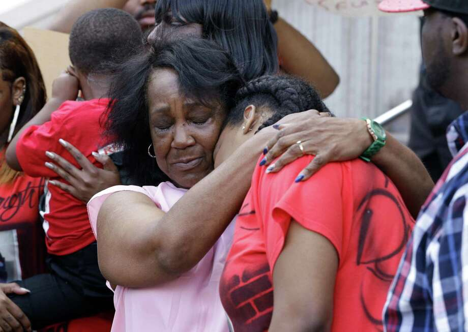 Willie Mae Thomas, grandmother of Danny Ray Thomas, comforts his sister Marketta Thomas as she cries during a press conference announcing a federal civil rights lawsuit on the steps of the Harris County Civil Courthouse in downtown Houston, TX, Thursday, April 12, 2018. Photo: Michael Wyke, Freelance / For The Chronicle / © 2018 Houston Chronicle