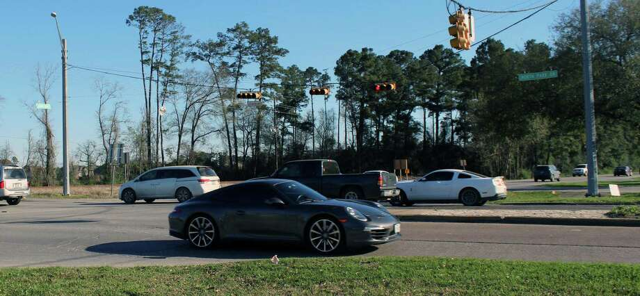 Traffic on the corner of North Park Drive and Loop 494 around 5 p.m. Photo: Kaila Contreras / Kaila Contreras