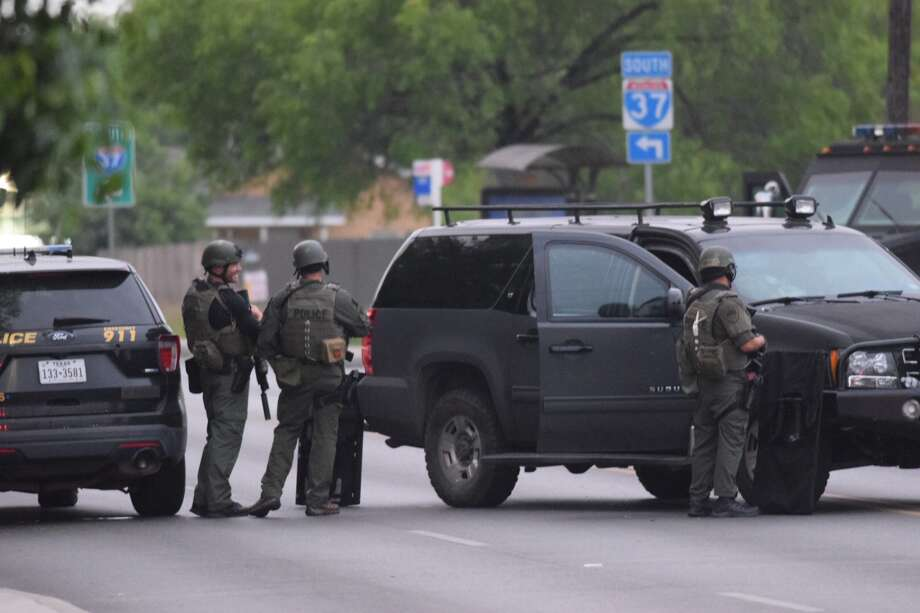 Authorities said a  SWAT standoff began around 1:30 a.m. at East Southcross Boulevard and South New Braunfels Avenue on Friday, April 13, 2018. Photo: Caleb Downs