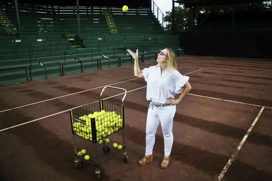 Tournament Director at River Oaks Country Club Bronwyn Greer models Ann Mashburn outfits and Tenenbaum Jewelers accessories Photo: Marie D. De Jesus, Houston Chronicle / Houston Chronicle / © 2018 Houston Chronicle