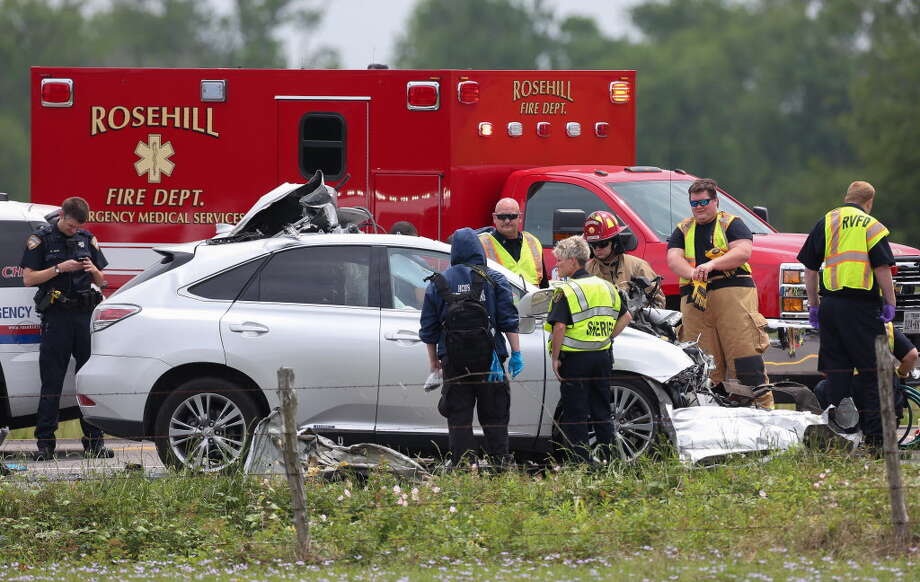 Harris County Sheriff's Office deputies investigate the scene of a fatal vehicle crash on FM 2920 near Lutheran Church Road Friday, April 13, 2018, in Tomball, Texas. A motorist in an SUV died after crashing into the back of an 18-wheeler. Photo: Godofredo A. Vasquez, Houston Chronicle