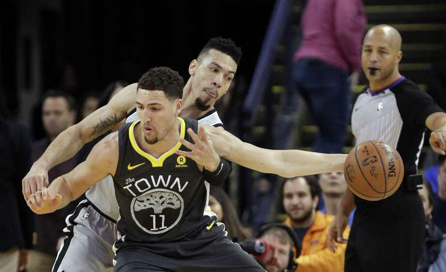 Danny Green (14) goes for the ball while defending against Klay Thompson (11) in the first half as the Golden State Warriors played the San Antonio Spurs at Oracle Arena in Oakland, Calif., on Saturday, February 10, 2018. Photo: Carlos Avila Gonzalez, Staff Photographer / The Chronicle / ONLINE_YES