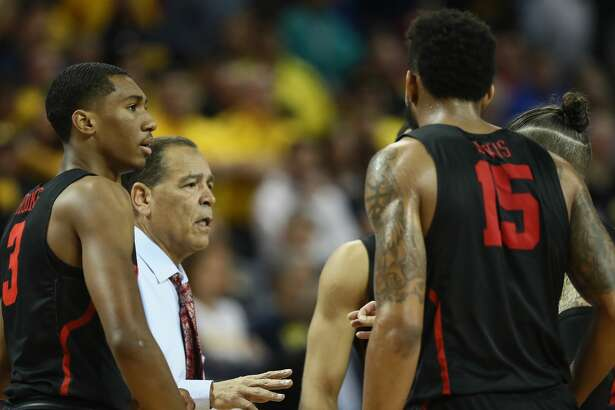 WICHITA, KS - MARCH 17:  Head coach Kelvin Sampson of the Houston Cougars talks with the team as they take on the Michigan Wolverines in the second half during the second round of the 2018 NCAA Men's Basketball Tournament at INTRUST Bank Arena on March 17, 2018 in Wichita, Kansas.  The Michigan Wolverines won 64-63 with a 3-point buzzer beater. (Photo by Jamie Squire/Getty Images)