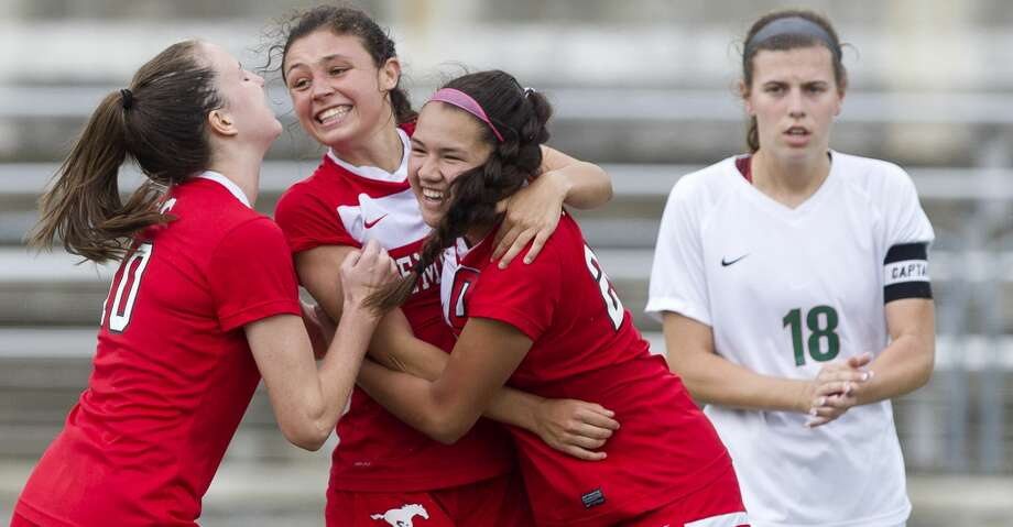 Memorial's Kelsey Hranicky, center, celebrates with teammates after scoring a penalty kick goal during the second period of a Region II-6A regional semifinal match at the Kelly Reeves Athletic Complex, Friday, April 13, 2018, in Round Rock. Photo: Jason Fochtman/Houston Chronicle