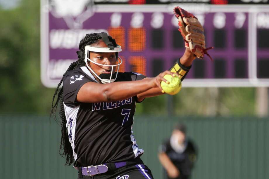 Willis' Samara Lagway (7) throws a pitch during the softball game against Tomball on Monday, April 2, 2018, at Willis High School. (Michael Minasi / Houston Chronicle) Photo: Michael Minasi, Staff Photographer / © 2018 Houston Chronicle