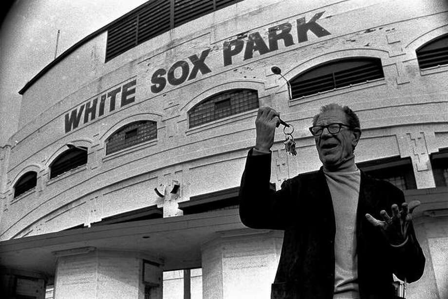 Bill Veeck accepts the keys to Comiskey Park in 1976 after buying the Chicago White Sox for a second time. Photo:       AP