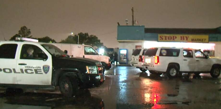 A man was found dead from a gunshot wound outside an west Houston convenience store Friday night, Houston Police said. There are no witnesses in the shooting near Boone Road and Harwin Drive, but police found one bullet shell casing by the victim, and other people told police they heard a gunshot around 9:15 p.m.  A man was found dead from a gunshot wound outside an west Houston convenience store Friday night, Houston Police said. There are no witnesses in the shooting near Boone Road and Harwin Drive, but police found one bullet shell casing by the victim, and other people told police they heard a gunshot around 9:15 p.m.  Photo: Metro Video LLC / For The Houston Chronicle