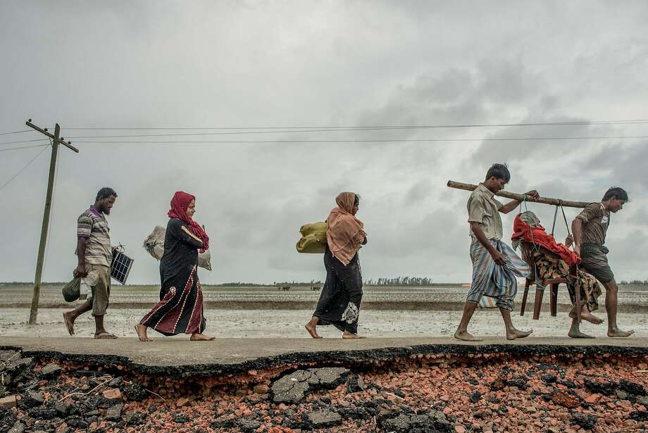 Rohingya Muslim refugees arrive in September in Cox's Bazar, Bangladesh, after fleeing turbulent conditions in Myanmar. Photo: Tomas Munita / New York Times 2017