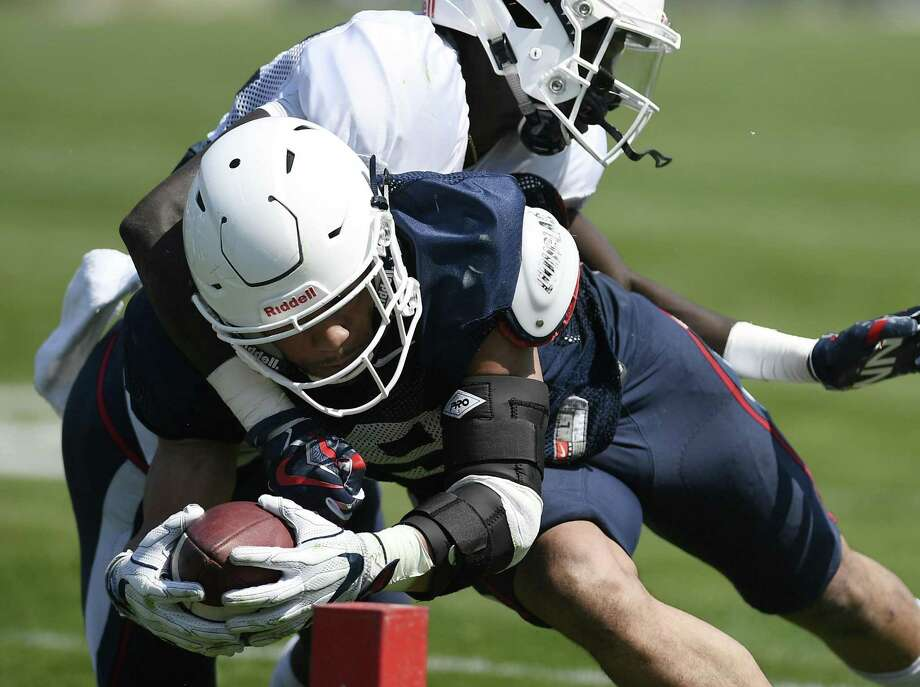 UConn running back Donevin O'Reilly scores a touchdown as defensive back Shamel Lazarus attempts to make the tackle during Saturday's spring game in East Hartford. Photo: Jessica Hill / Associated Press / AP2018
