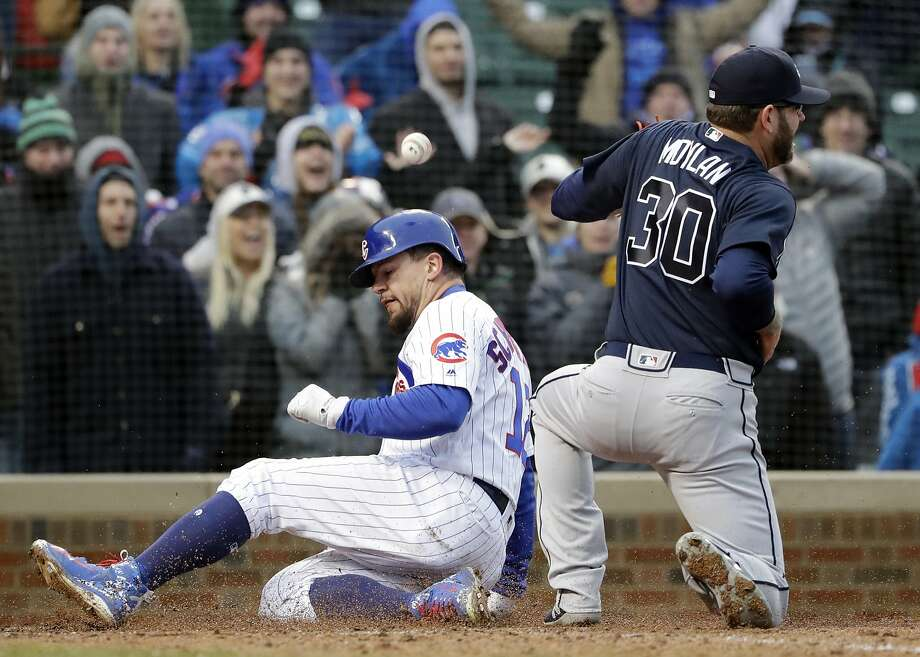 Cubs' Kyle Schwarber scores on a wild pitch by Braves reliever Peter Moylan (30) in the eighth. Photo: Nam Y. Huh / Associated Press