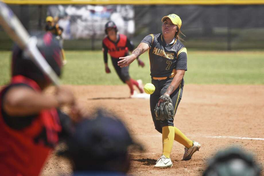 LCC softball (7-25, 3-17 Region XIV) splits its doubleheader with Alvin Community College Saturday afternoon. The Palominos took the first game 5-2 before giving up a three-run lead in the second for a 5-4 loss. Photo: Danny Zaragoza /Laredo Morning Times / Laredo Morning Times