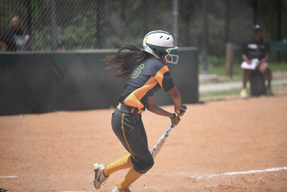 Laredo College softball team dropped its doubleheader against Blinn College Sunday. The Palominos are now 11-11 overall and Photo: Danny Zaragoza /Laredo Morning Times / Laredo Morning Times