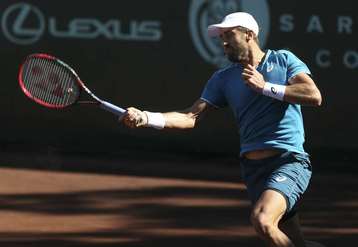 Steve Johnson plays against Tennys Sandgren, both of United States, during the third set of the U.S. Men?'s Clay Court Championship final at River Oaks Country Club on Sunday, April 15, 2018, in Houston. Johnson won his second title back-to-back 7-6, 2-6 and 6-4. ( Yi-Chin Lee / Houston Chronicle )