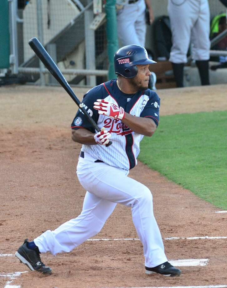 The Tecolotes had 11 hits Sunday but stranded 12 runners and went 2-for-12 with runners in scoring position. Photo: Cuate Santos /Laredo Morning Times File