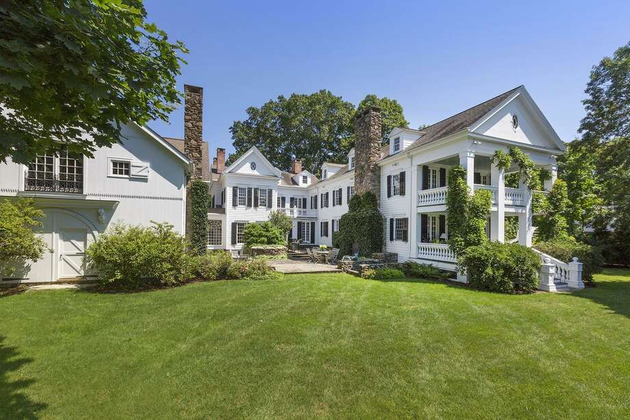 The 17-room updated antique Georgian colonial house at 32 Weston Road sits on a 2.34-acre property enjoying a long list of living and entertaining amenities.