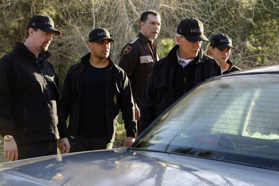 """Sight Unseen"" -- NCIS searches for a petty officer suspected of assault who escapes when the sheriff transporting him crashes into a lake. Also, Torres works closely with Annie Barth (Marilee Talkington), a key blind witness who heard vital evidence needed to solve the case, on the milestone 350th episode of NCIS, Tuesday, April 17 (8:00-9:00 PM, ET/PT) on the CBS Television Network.  Pictured: Sean Murray, Wilmer Valderrama, Mark Harmon, Emily Wickersham. Photo: Patrick McElhenney/CBS A?A©2018 CBS Broadcasting, Inc. All Rights Reserved Photo: Credit: Patrick McElhenney/CBS / ©2018 CBS Broadcasting, Inc. Credit: Patrick McElhenney/CBS"