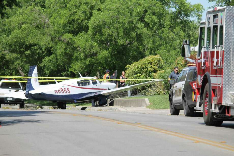 A small aircraft landed in the 600 block of Heimer Road on April 16, 2018. Photo: Fares Sabawi/San Antonio Express-News