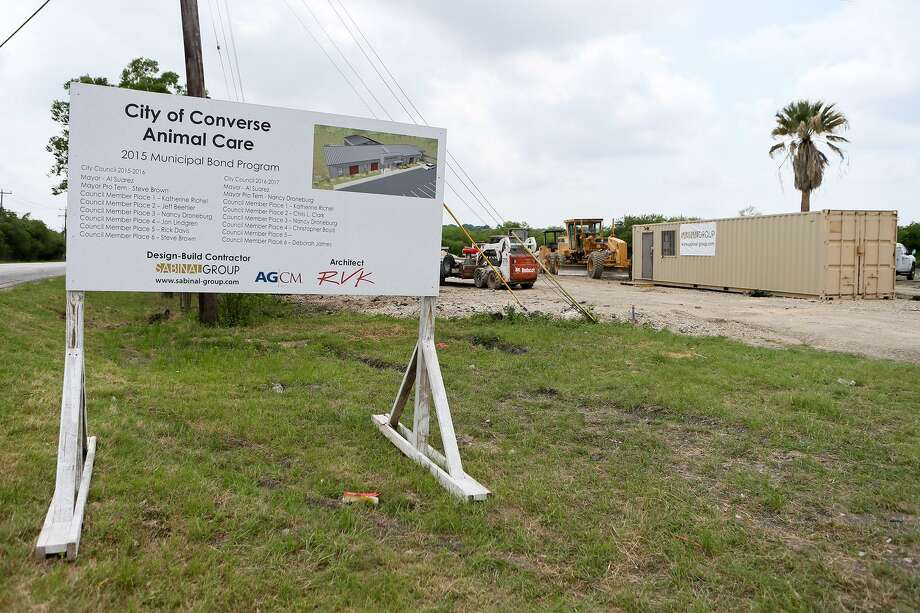 Construction is underway on the new City of Converse Animal Care Facility at FM 1516 and Upper Seguin Rd .on Friday, April 13, 2018. Photo: Marvin Pfeiffer / San Antonio Express-News / Express-News 2018
