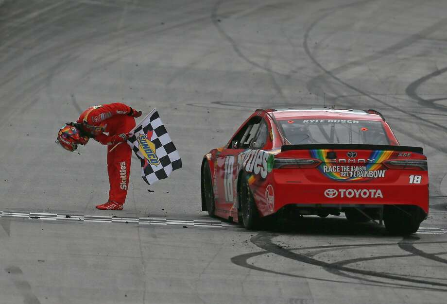 Kyle Busch takes a bow with the chcckered flag after winning the rain-delayed race at Bristol Motor Speedway. Photo: Sean Gardner / Getty Images