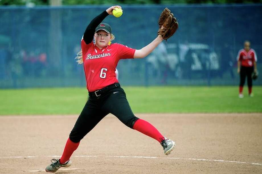 Beaverton's Faith Howe winds up to pitch against Farwell in last year's Division 3 district tournament. (Daily News file photo) / Midland Daily News