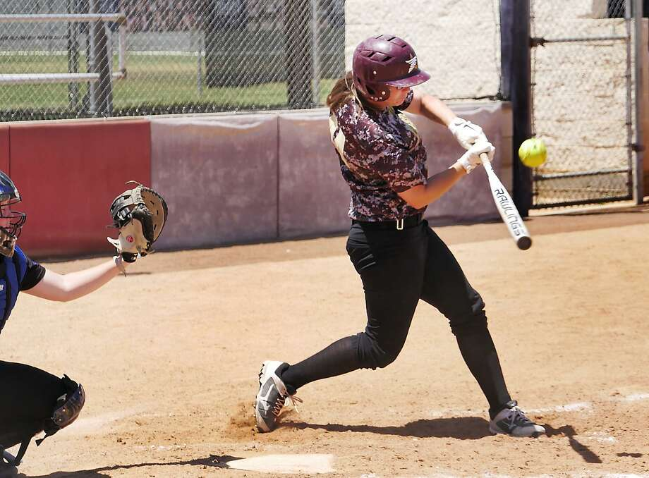 TAMIU right fielder Maddison Schofield drove in both runs in Saturday's Heartland Conference tournament quarterfinals with two RBI singles in the fourth-seeded Dustdevils' 4-2 loss to No. 1 seed St. Mary's. Photo: Cuate Santos /Laredo Morning Times File / Laredo Morning Times