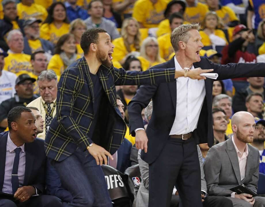 The Warriors' Stephen Curry and Steve Kerr get a tad animated during the fourth quarter of their Game 2 victory. Photo: Scott Strazzante / The Chronicle / online_yes